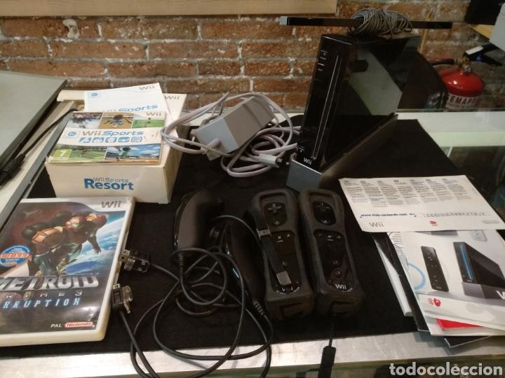 CONSOLA WII COMPLETA CON 2 JUEGOS METROOD Y WII SPORTS. FUNCIONA (Juguetes - Videojuegos y Consolas - Nintendo - Wii)