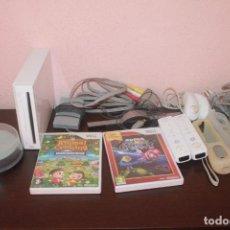 Videojuegos y Consolas: CONSOLA WII CON DOS MANDOS Y DOS JUEGOS Y DOS NUNCHUCK CON SU CABLES ( FUNCIONA ). Lote 203932316