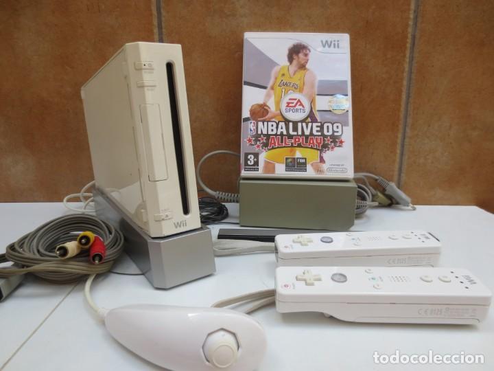 CONSOLA NINTENDO WII + 2 MANDOS + 1 NUNCHUCK + JUEGO NBA LIVE 09 Y TODOS LOS CABLES. (Juguetes - Videojuegos y Consolas - Nintendo - Wii)