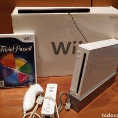 Videojuegos y Consolas: NINTENDO WII BLANCA + JUEGO TRIVIAL PURSUIT.. Lote 228506220