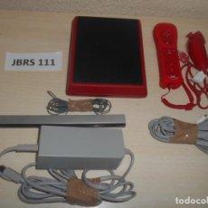 Videojuegos y Consolas: CONSOLAS - WII MINI ROJA , CON CALBES Y MANDOS ORIGINALES. Lote 240931645