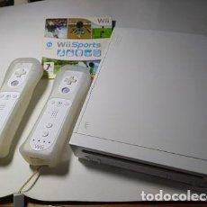 Videojuegos y Consolas: CONSOLA NINTENDO WII ( RETROCOMPATIBLE) + 2 MANDOS + WII SPORTS + INFINITY CON 20 MUÑECOS!. Lote 256053170