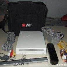 Videojuegos y Consolas: CONSOLA NINTENDO WII MAS BOLSA ORIGINAL DE WII Y MANDOS. Lote 260737910