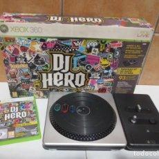 Videojuegos y Consolas: DJ HERO - COMPLETO - MESA DJ + JUEGO PARA XBOX 360 EN CAJA ORIGINAL.. Lote 165749302