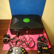 Videojuegos y Consolas: CONSOLA XBOX CLÁSICA CON 1 MANDO, CABLES Y JUEGO FIFA 2005. Lote 157121478
