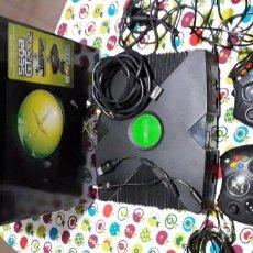 Videojuegos y Consolas: VIDEOCONSOLA VIDEO JUEGOS XBOX ORIGINAL 2 MANDOS (1 COMPATIBLE) PREPARADA COPIAS INCLUYE CAJA.. Lote 194076432