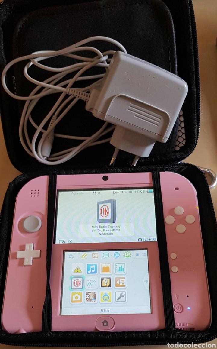 Videojuegos y Consolas Nintendo 2DS: NINTENDO 2 DS ROSA, CON JUEGO INSTALADO. PERFECTO FUNCIONAMIENTO. ACCESORIOS, MALETÍN, CARGADOR... - Foto 3 - 214115821