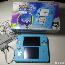 Videojuegos y Consolas Nintendo 2DS: CONSOLA NINTENDO 2DS ( EDICION POKEMON LUNA ) + CARGADOR Y CAJA. Lote 268831149