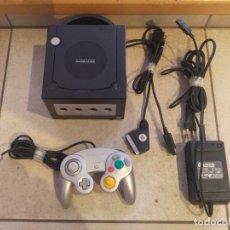 Videojuegos y Consolas Nintendo 3DS XL: NINTENDO GAMECUBE GC NEGRA CON MANDO Y CABLES , FUNCIONANDO. Lote 143041750