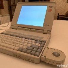 Videojuegos y Consolas: ORDENADOR VINTAGE TOSHIBA SATELLITE T1900, FABRICACIÓN AÑO 1993. COMPLETO Y FUNCIONANDO.. Lote 209295461