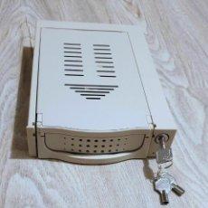 Videojuegos y Consolas: RACK EXTRAIBLE IDE PARA BAHÍA DE 5 1/4. COLOR BEIS/CREMA. Lote 263063975