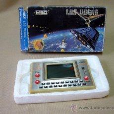 Videojuegos y Consolas: CONSOLA, MAQUINA DE MARCIANOS, LAS VEGAS, MBO, D 8024, 9 X 16 CM CON LA CAJA. Lote 29330375