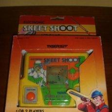 Videojuegos y Consolas: CONSOLA SKEET SHOOT. AÑOS 80. DE TIGER. JUEGO DE CAZA. RIFLE. A ESTRENAR.. Lote 39840230