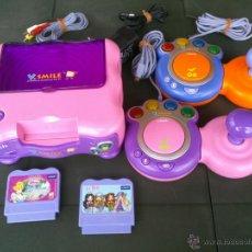 Videojuegos y Consolas: CONSOLA INFANTIL V SMILE COMPLETA 2 MANDOS Y 2 JUEGOS. Lote 40098549