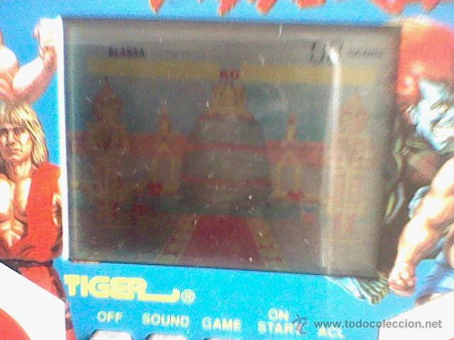 Videojuegos y Consolas: consola maquinita clasico Street Fighter II funcionando sin tapa pilas - Foto 2 - 211523759