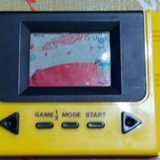Videojuegos y Consolas: MAQUINITA VIDEO JUEGO JEU SPIEL GAME COLOR AMARILLO. INCLUYE CAJA Y FUNDA ORIGINAL. TIPO GAME WATCH. Lote 69125403