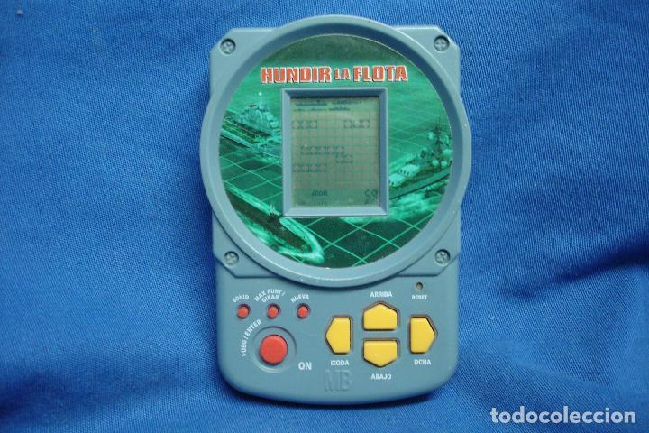 HUNDIR LA FLOTA - MB HASBRO 1998 - JUEGO ELECTRÓNICO DE VIAJE - FUNCIONA (Juguetes - Videojuegos y Consolas - Otros descatalogados)