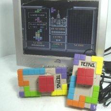 Videojuegos y Consolas: VIDEO CONSOLA 2 JOYSTICK - PARA TV - RADICA TETRIS AÑO 2003 ¡¡FUNCIONANDO¡¡ JUEGO INCLUIDO 5. Lote 159929176