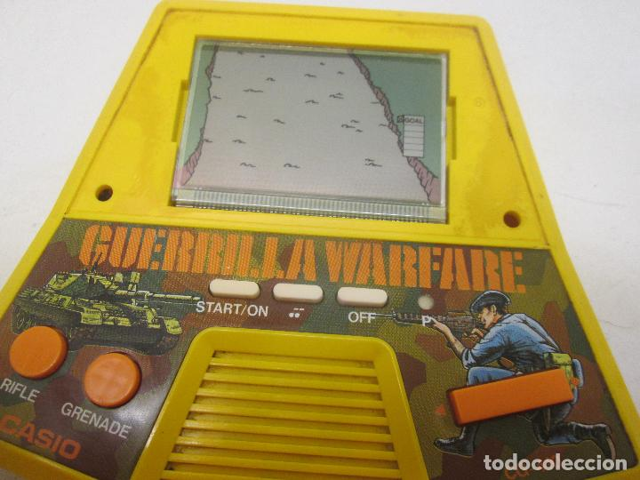 Videojuegos y Consolas: GUERRILLA WARFARE maquinita LCD 1987 CASIO - Foto 2 - 89521794