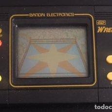 Videojuegos y Consolas: MAQUINITA ELECTRONICA JUEGO LCD TIPO GAME & WATCH AÑOS 80 BANDAI WRESTLING. Lote 89568336