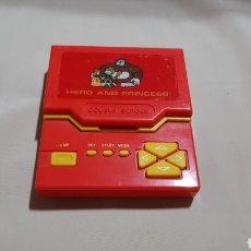 Videojuegos y Consolas: MAQUINITA LCD HERO AND PRINCESS. TIPO GAME & WATCH . FUNCIONANDO CORRECTAMENTE. Lote 95251040