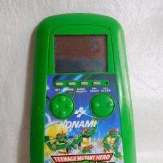 Videojuegos y Consolas: M69 MAQUINITA TIPO GAME AND WATCH DE LAS TORTUGAS NINJA KONAMI AÑOS 90. CON TAPA. FUNCIONANDO.. Lote 96344043