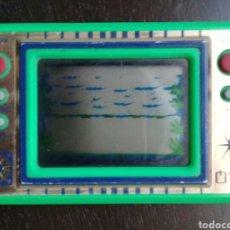 Videojuegos y Consolas: MAQUINITA Q & Q GAME AND WATCH VERDE LCD CARD PESCA MADE IN JAPAN FUNCIONANDO. Lote 103842286