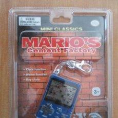 Videojuegos y Consolas: MINI CLASSICS MARIO'S CEMENT FACTORY NINTENDO. LLAVERO EN BLISTER A ESTRENAR.. Lote 114111675