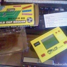 Videojuegos y Consolas: MAQUINITA CONSOLA GAME WATCH LCD WORLD CUP SOCCER MEXICO 86 LEER. Lote 116678127