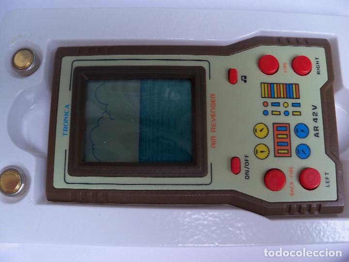 Videojuegos y Consolas: MAQUINITA ELECTRONICA JUEGO LCD GAMES AIR REVENGER DE TRONICA - Foto 4 - 122834639
