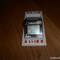 Videojuegos y Consolas: MAQUINITA DOBLE PANTALLA LCD DE BANDAI , 1 O 2 JUGADORES . JAPÓN 1984 FUNCIONANDO. Lote 140877122