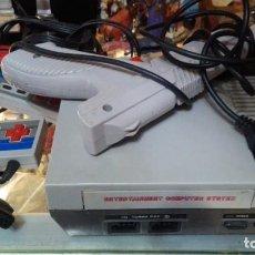 Videojuegos y Consolas: CONSOLA CLONICA NES DOS MANDOS Y PISTOLA. Lote 147356094