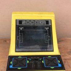Videojuegos y Consolas: MAQUINITA TABLETOP JUEGO ELECTRONICO VINTAGE FOOTBALL ( SOCCER ) - EPOCA GAME & WATCH. Lote 172720439