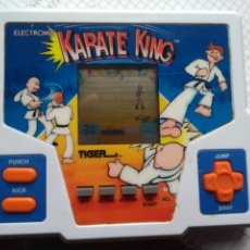 Videojuegos y Consolas: MAQUINITA LCD KARATE KING. Lote 177139393
