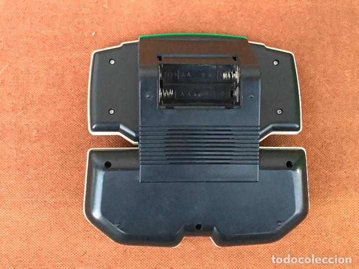 Videojuegos y Consolas: Maquinita LCD tipo Game & watch - Fussball - Foto 2 - 181618960