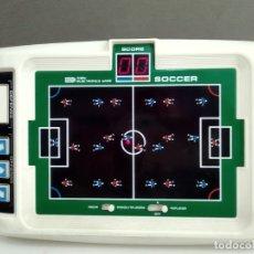 Videojuegos y Consolas: ANTIGUA MAQUINITA TIPO GAME WATCH TOMY MADE IN JAPAN SOCCER FUNCIONANDO. Lote 183253468