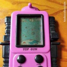 Videojuegos y Consolas: MAQUINITA TOP GUN - FUNCIONANDO - CONSOLA PORTATIL CON FORMA DE ROBOT 80'S -. Lote 195972932