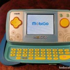 Videojuegos y Consolas: MOBIGO CONSOLA TACTIL EDUCATIVA VTECH CON JUEGO BOB ESPONJA - FUNCIONANDO. Lote 200162656
