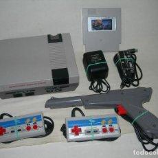 Videojuegos y Consolas: FANTÁSTICA CONSOLA NASA CLÓNICA DE NINTENDO NES CON 2 MANDOS, CABLES, PISTOLA Y CARTUCHO MULTIJUEGO. Lote 213589716