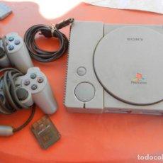 Videojuegos y Consolas: ANTIGUA CONSOLA PLAYSTATION CLASSIC - 2 MANDOS - TARJETA MEMORÍA - CABLE - FUNCIONA - VER FOTOS. Lote 214621986