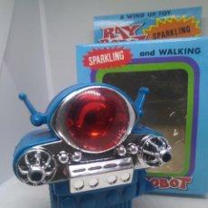 Jeux Vidéo et Consoles: RAY ROBOT DE CUERDA ANTIGUO CAMINA Y CHISPEA. NO. 3213. JUGUETE ANTIGUO.. Lote 242123020