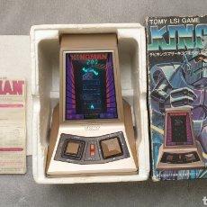 Videojuegos y Consolas: MAQUINITA ARCADE TOMY LSI GAME KINGMAN AÑOS 80 TIPO GAME & WATCH TABLETOP. Lote 247306785