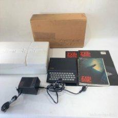 Videojuegos y Consolas: ORDENADOR SINCLAIR ZX81 + CABLE + BASIC PROGRAMING + CORCHO ORIGINAL DEFECTUOSO. Lote 276256653