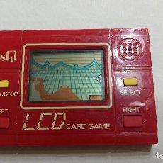 Videojuegos y Consolas: MAQUINITA Q&Q LCD CARD GAMEAÑOS 80,FUNCIONANDO ROJA DEL ESPACIO MADE JAPAN. Lote 277651318