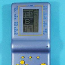 Videojuegos y Consolas: CONSOLA BRICK GAME 1977 IN 1 DEDICADA AL MUNDIAL DE FUTBOL FRANCE 98, FUNCIONA, REF. E1997 19 CM. Lote 288142283