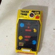 Videojuegos y Consolas: JUEGO TRICKY TRAPS DE TOMY ORIGINAL.BUEN ESTADO Y FUNCIONAMIENTO. Lote 295439198