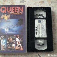 Vídeos y DVD Musicales: VHS QUEEN - AT WEMBLEY. Lote 132413874