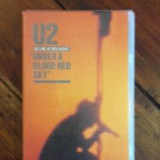 Vídeos y DVD Musicales: U2 CINTA VHS, UNDER A BLOOD RED SKY, LIVE AT RED ROCKS. Lote 138170842