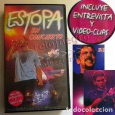 Vídeos y DVD Musicales: ESTOPA EN CONCIERTO - INCLUYE ENTREVISTA Y VIDEOCLIPS - GRUPO ESPAÑOL DE MÚSICA POP ROCK - VHS 2001. Lote 151092526