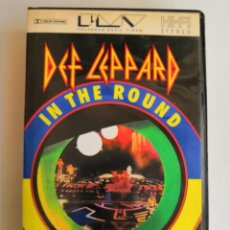 Vídeos y DVD Musicales: VHS DEFF LEPPARD IN THE ROUND IN YOUR FACE. LIVE. Lote 171225413